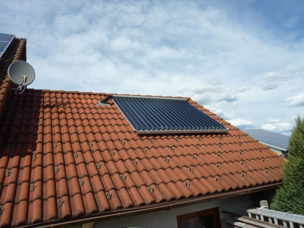 1996 | Unsere erste Solaranlage für Warmwasser wird installiert